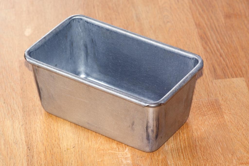 Baking tin